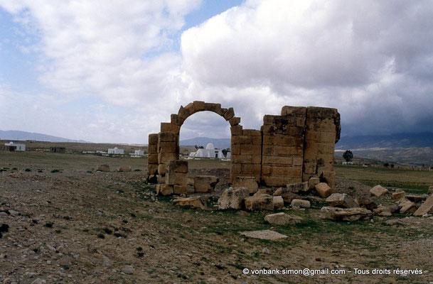 [007-1983-16] Kasserine (Cillium) : Ruines