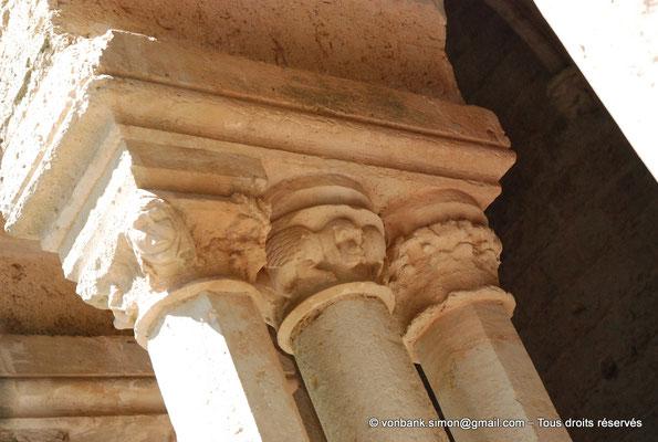 [NU001-2017-539] 34 - Villeveyrac - Valmagne : Petites fenêtres donnant sur le narthex (détail)