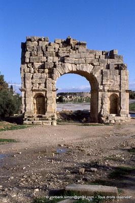 [034-1983-12] Makthar (Mactaris) : Arc de triomphe de Bab el Aïn