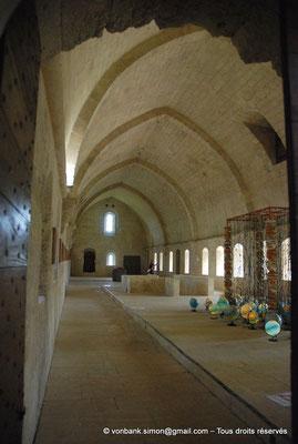 [NU003-2017-055] 13 - La Roque d'Anthéron - Abbaye de Silvacane : Le dortoir et sa voûte en berceau brisé