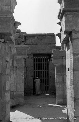 [NB075-1973-44] Karnak - Temple de Ptah : Depuis la Porte D, enfilade des portes E-F