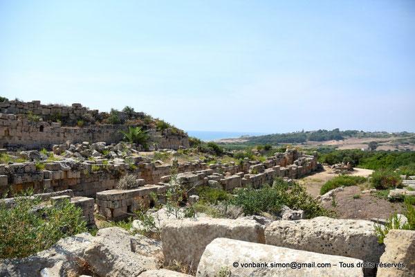 [NU906-2019-1505] Sélinonte : Fortifications extérieures de la Porte Nord (en direction de l'Ouest)