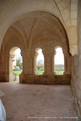 [NU904-2015-0003] 17 - Trizay - Prieuré Saint-Jean l'Évangéliste : Salle capitualire (XIII°)
