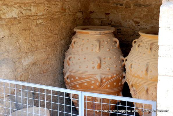 [NU905-2011-184] Cnossos (Crète) : Pithoi (grandes jarres)