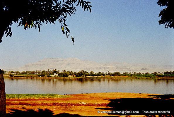 [083-1973-29] Louxor : La Cime se trouve sur la rive occidentale du Nil - Culminant à 420 mètres d'altitude, elle constitue un des sommets de la chaîne Libyque