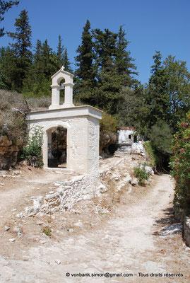 [NU900x-2013-0237] Crète - Argyroupoli : Entrée du site de la chapelle Pende Parthenes (Cinq Vierges)