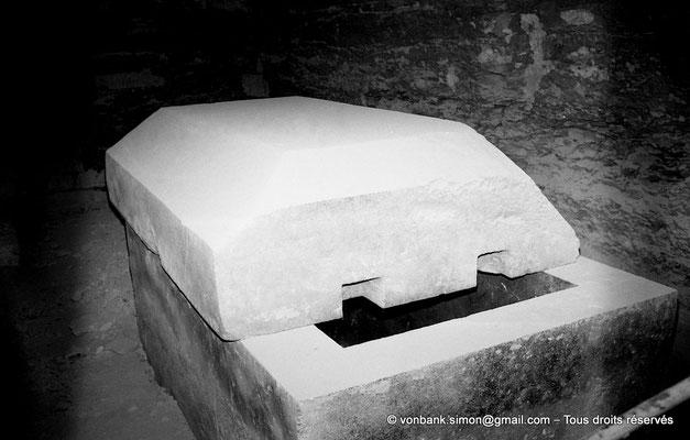 [NB085-1981-57] Saqqara - Serapeum : Cuve et son couvercle