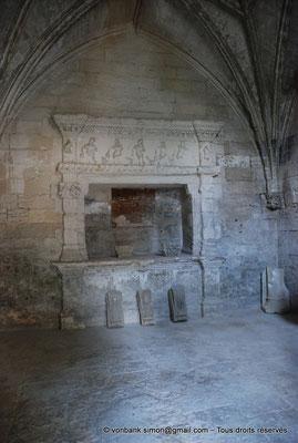 [NU001i-2018-0008] Arles - Les Alyscamps : Chapelle Saint-Accurse - Enfeu