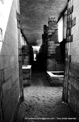[084-1973-03] Saqqara - Djoser : Colonnade du corridor de l'entrée du complexe funéraire
