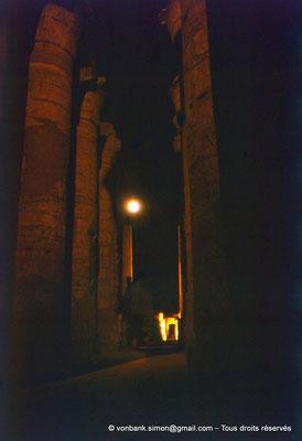 [081-1973-28] Karnak - Son et lumière : Salle hypostyle - Allée principale