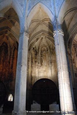 [NU001-2017-550] 34 - Villeveyrac - Valmagne : Chapelle rayonnante dans laquelle est installé un foudre en chêne de Russie