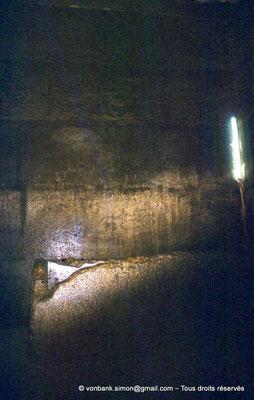 [087-1973-12] Gizeh - Khéops : La chambre du Roi et son sarcophage