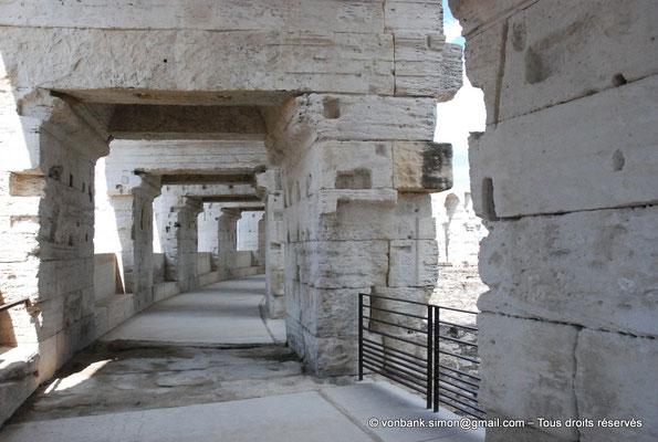 [NU001k-2018-0019] Arles (Arelate) - Amphithéâtre : Vue de la galerie extérieure du premier étage