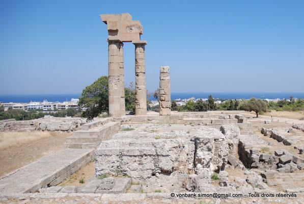 [NU901-2009-0099a] Rhodes : Sanctuaire d'Apollon Pythien (colonnes relevées)