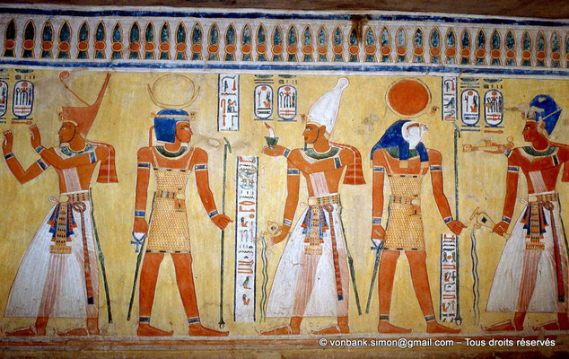 [066-1981-16] QV 44 Khaemouaset : Ramsès III fait des offrandes aux dieux