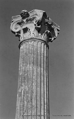 [NB045-1978-45] Annaba (Hippo Regius) : Forum - Colonne et son chapiteau