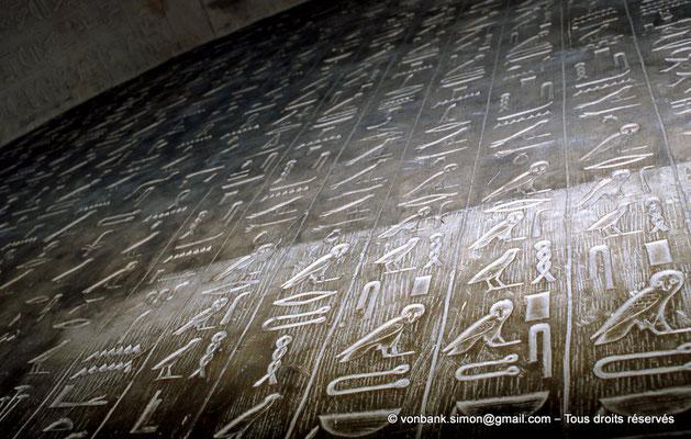 [067-1981-11] Saqqara : Textes des pyramides (détail)