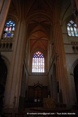[NU002k-2016-0021] 29 - Quimper - Cathédrale Saint-Corentin : En haut, à gauche, fenêtre de la nef, côté Nord [123], Fenêtre du transept Nord [117] (Vitraux du XVI° en grande partie restaurés au XIX°)
