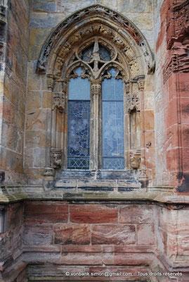 [NU900y-2014-0436] Ecosse - Chapelle Rosslyn : Une fenêtre (façade Sud)