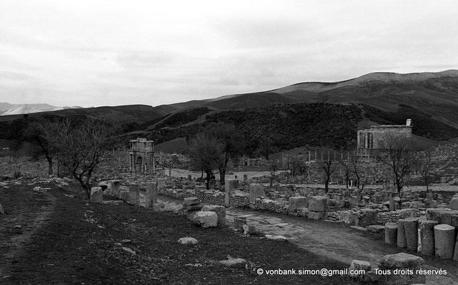 [NB033-1978-36] Djemila (Cuicul) : Places des Sévères vue depuis la terrasse des grands thermes