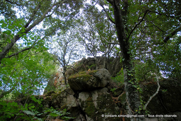 [NU904-2015-131] Nuraghe Majori (Sardaigne) : Extérieurs