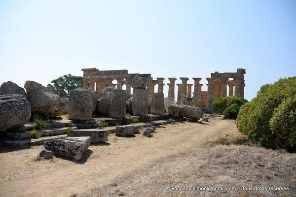 [NU906-2019-1455] Sélinonte - Temple E : Face Nord - Au premier plan, ruines du temple F