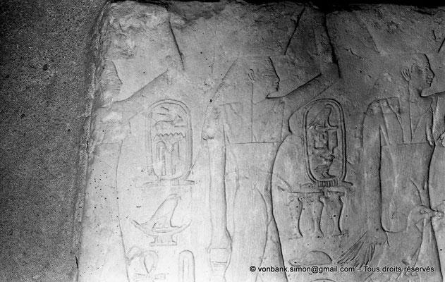 [NB080-1973-29] Saqqara - Mastaba de Mererouka : Noms de domaines précédés des cartouches d'Ounas puis de Menkaouhor (Chambre A6, mur Sud)