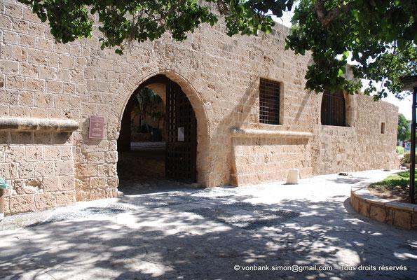 [NU900-2012-0141] Agia Napa : Façade Sud du monastère (Porte d'accès)