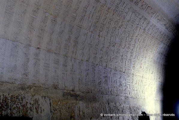 [067-1981-14] Saqqara : Textes des pyramides (détail)