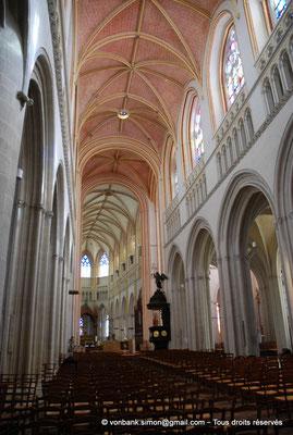 [NU002k-2016-0038] 29 - Quimper - Cathédrale Saint-Corentin : Nef et chœur