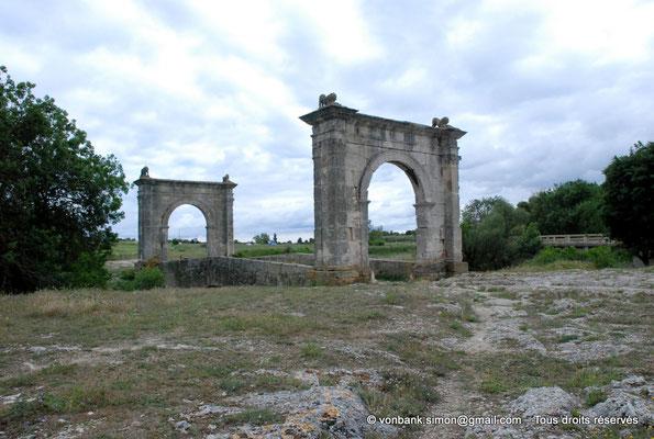 [NU001h-2018-0017] Saint-Chamas - Pont Flavien