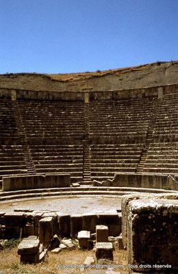 [070-1978-05] Djemila (Cuicul) : Théâtre - Orchestra et cavea (vue partielle depuis la scène)