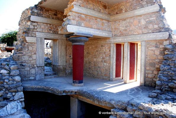 [NU905-2011-152] Cnossos (Crète) : Vue de l'étage supérieur avec son propylée (Piano Nobile)
