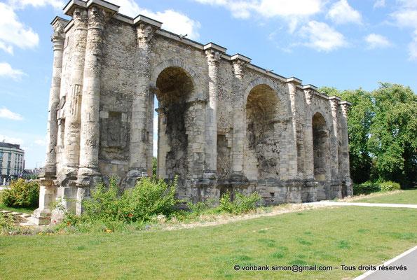 [NU909-2014-0134] Reims (Durocortorum) : Porte de Mars (Face Sud)
