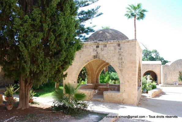 [NU900-2012-0159] Agia Napa : Fontaine octogonale surmontée d'un dôme de pierre (XVI°)
