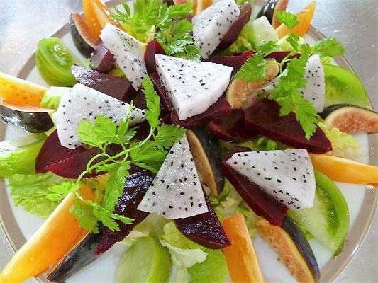 Salade betterave tomate pitahaya, Chef à domicile, chef à la maison, chef à domicile Grasse, Cours de cuisine à domicile, cours de cuisine Grasse, Chef Tristan Pontoizeau