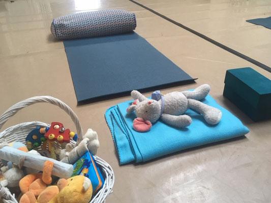 Mama-Baby-Yoga Matte mit Spielzeug