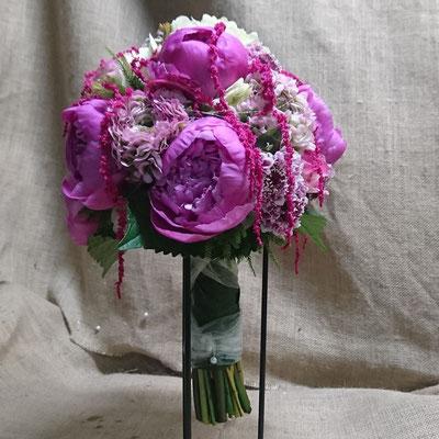 Peonía, rosas y hortensia