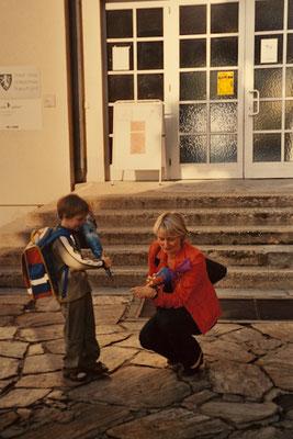 Thomas mit meiner Frau Margit an seinem ersten Schultag 2004