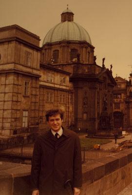 Vor dem Ordenshaus der Kreuzherren, damals Innenministerium, Prag, 1981, geheimer Besuch beim amtsbehinderten Generalvikar