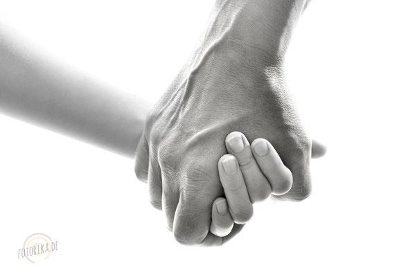 Vater-und-Sohn, Händehalten, Generationenbild, Hände