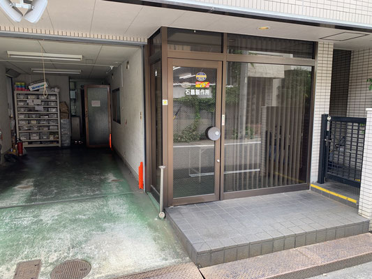 事務所入り口です。