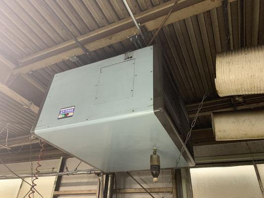 空気清浄機二台あります。電気で空気中の汚れを分解する優れものです。