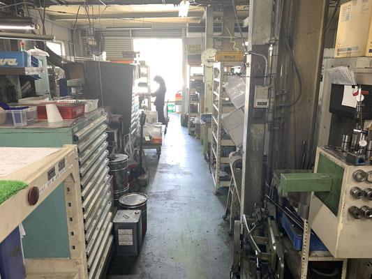 工場のメイン通路です。