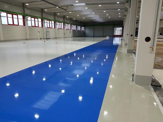 AFT Industriefußboden blau abgesetzt
