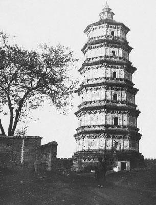 175. — Environs de Pékin. Tour du temple de Pou-young-kouan.