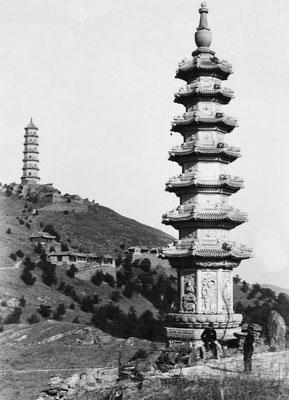 177. — Environs de Pékin. Deux tours à Yu-t'suen-chan, près du palais d'Été.