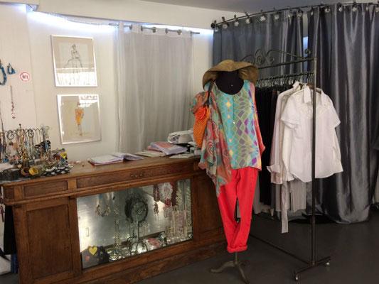 Intérieur de la boutique de Sylvie Berry à Ceyzeriat dans l'Ain - mannequin