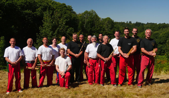 Gruppenbild vom Trainingslager mit Großmeister Datu Dieter Knüttel 10. Dan Modern Arnis / Frankreich im August 2016