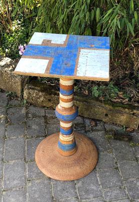 Keramik, Proseccotisch, Platte Dekor Santorin bemalt und Fußplatte Natur mit Keramikteilen kombiniert. Frostfest 365 €